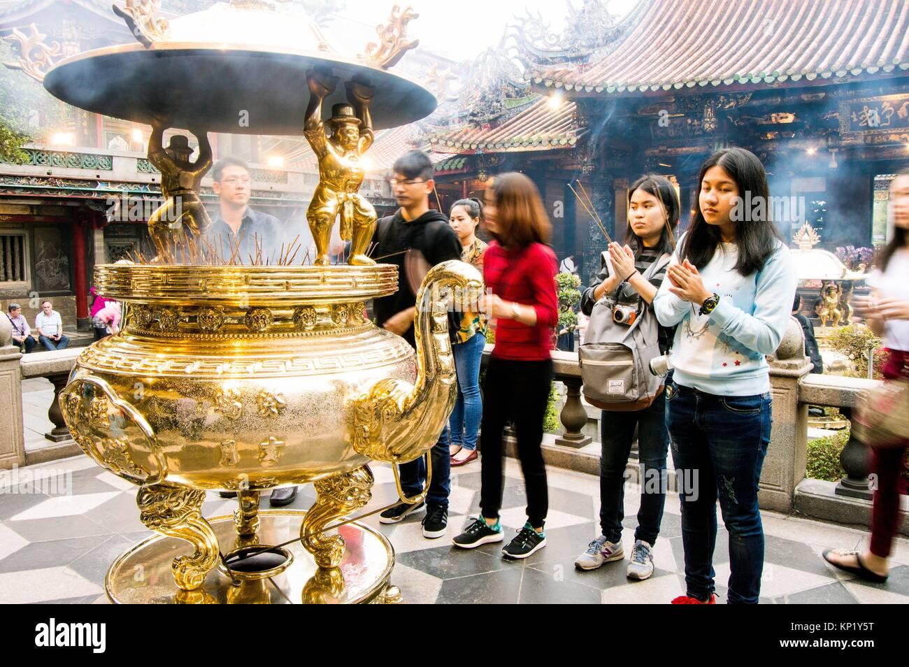 devotees at Longshan Temple, Wanhua, Taipei, Taiwan - Stock Image