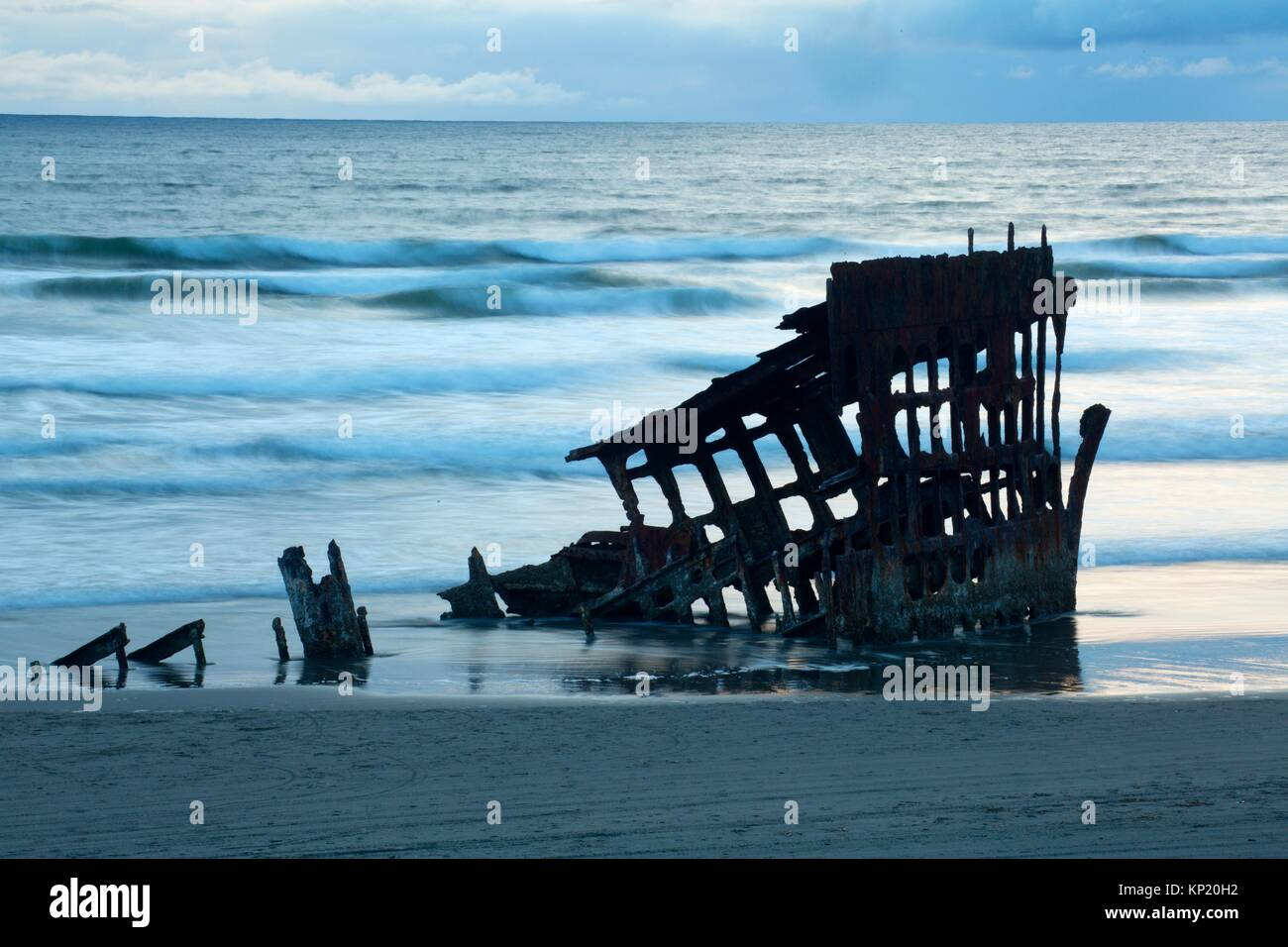 Peter Iredale shipwreck, Fort Stevens Post Cemetery, Fort Stevens State Park, Lewis and Clark National Historical - Stock Image