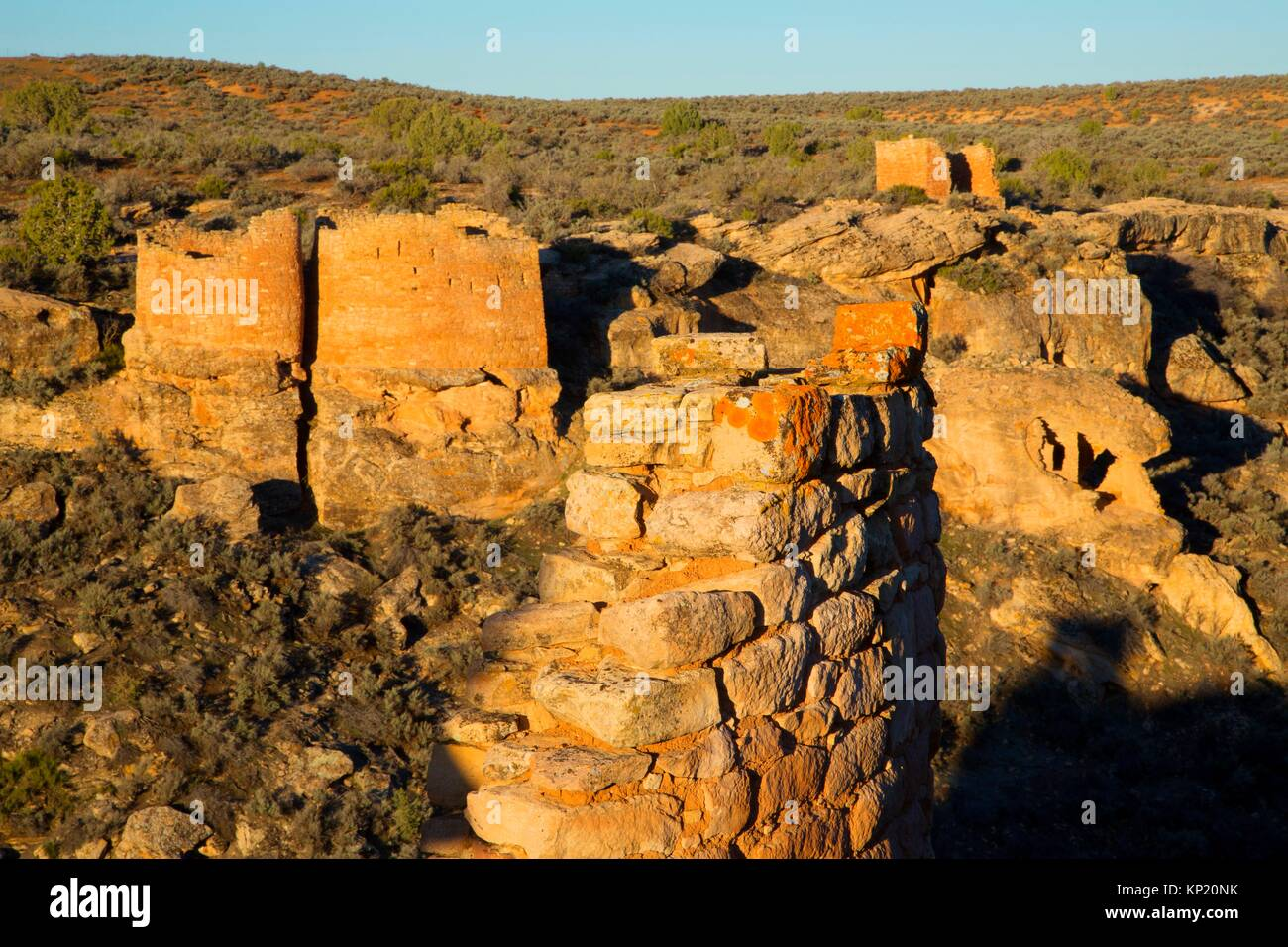 Twin Towers with Rim Rock House from Stronghold House, Hovenweep National Monument, Utah. - Stock Image