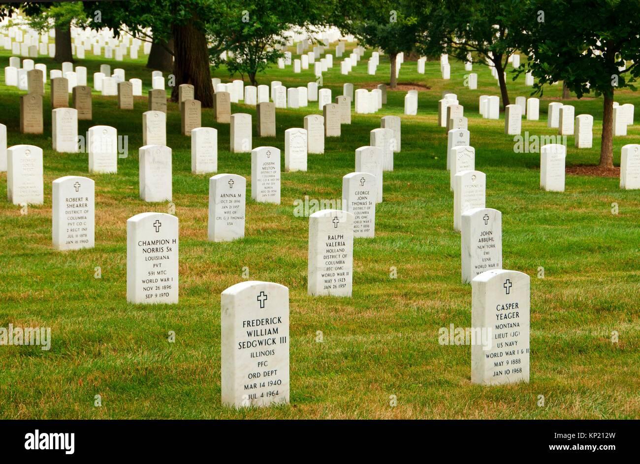 Gravestones, Arlington National Cemetery, Virginia. - Stock Image