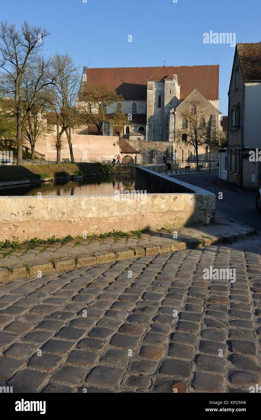 paved street and collegiate church of St-Andre on the Eure River bank, Chartres, Eure-et-Loir department, Centre - Stock Image