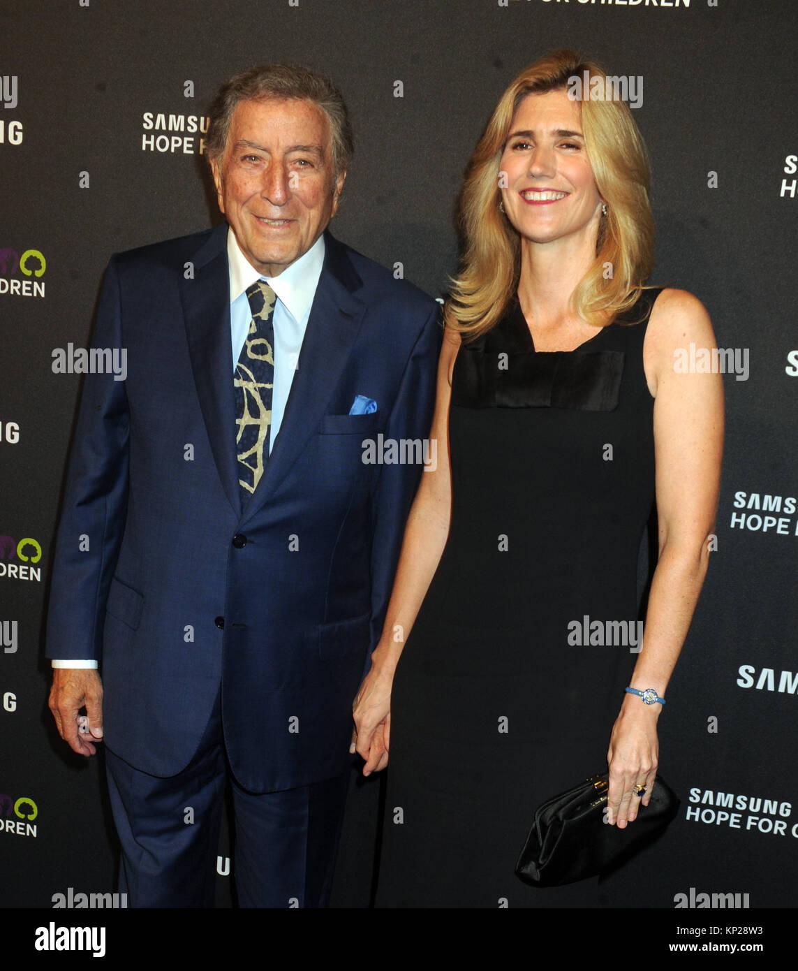 NEW YORK, NY - SEPTEMBER 17: Tony Bennett, Susan Crow attends Samsung Hope For Children Gala 2015 at Hammerstein - Stock Image