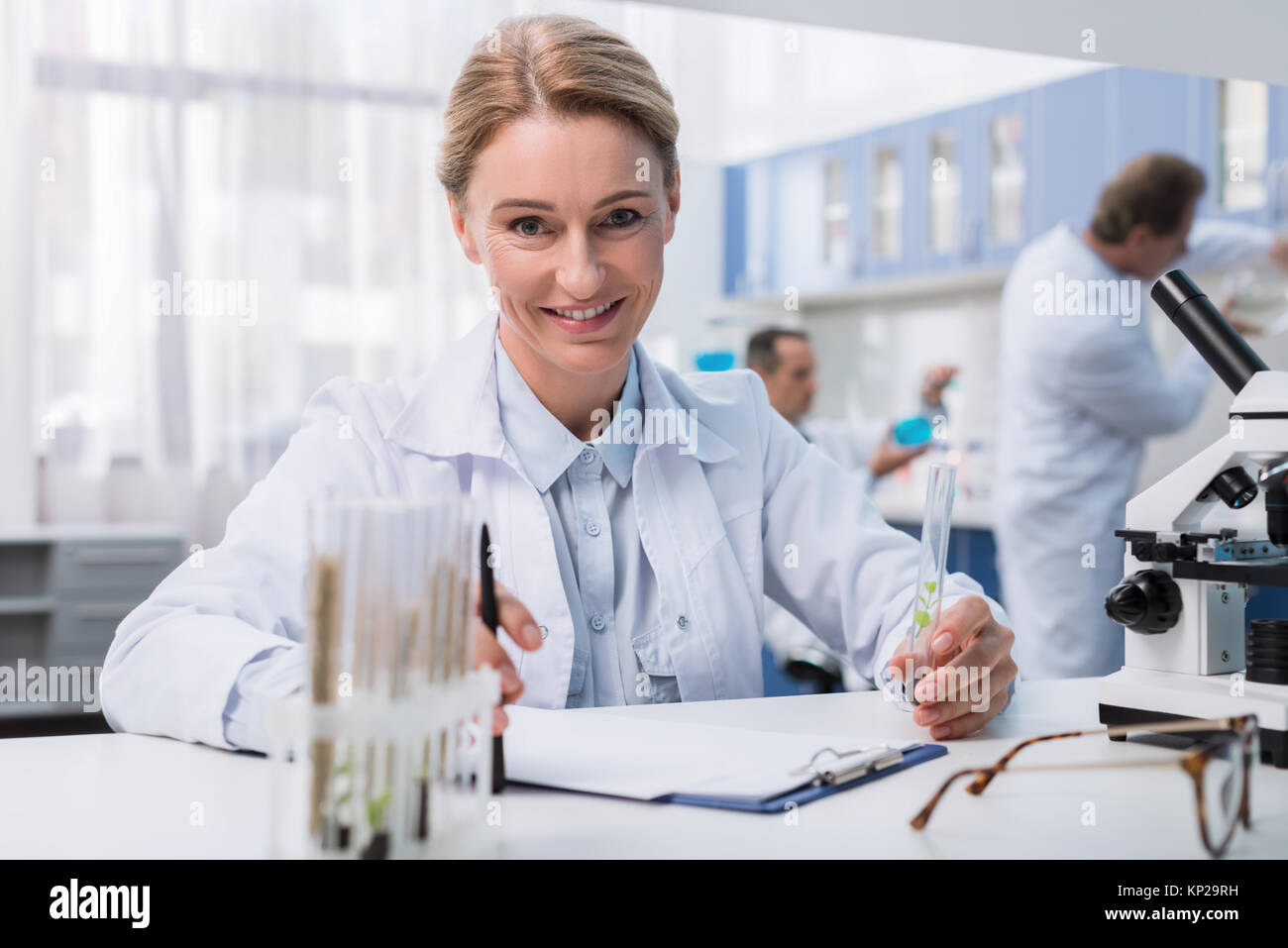 chemist working with test tube - Stock Image