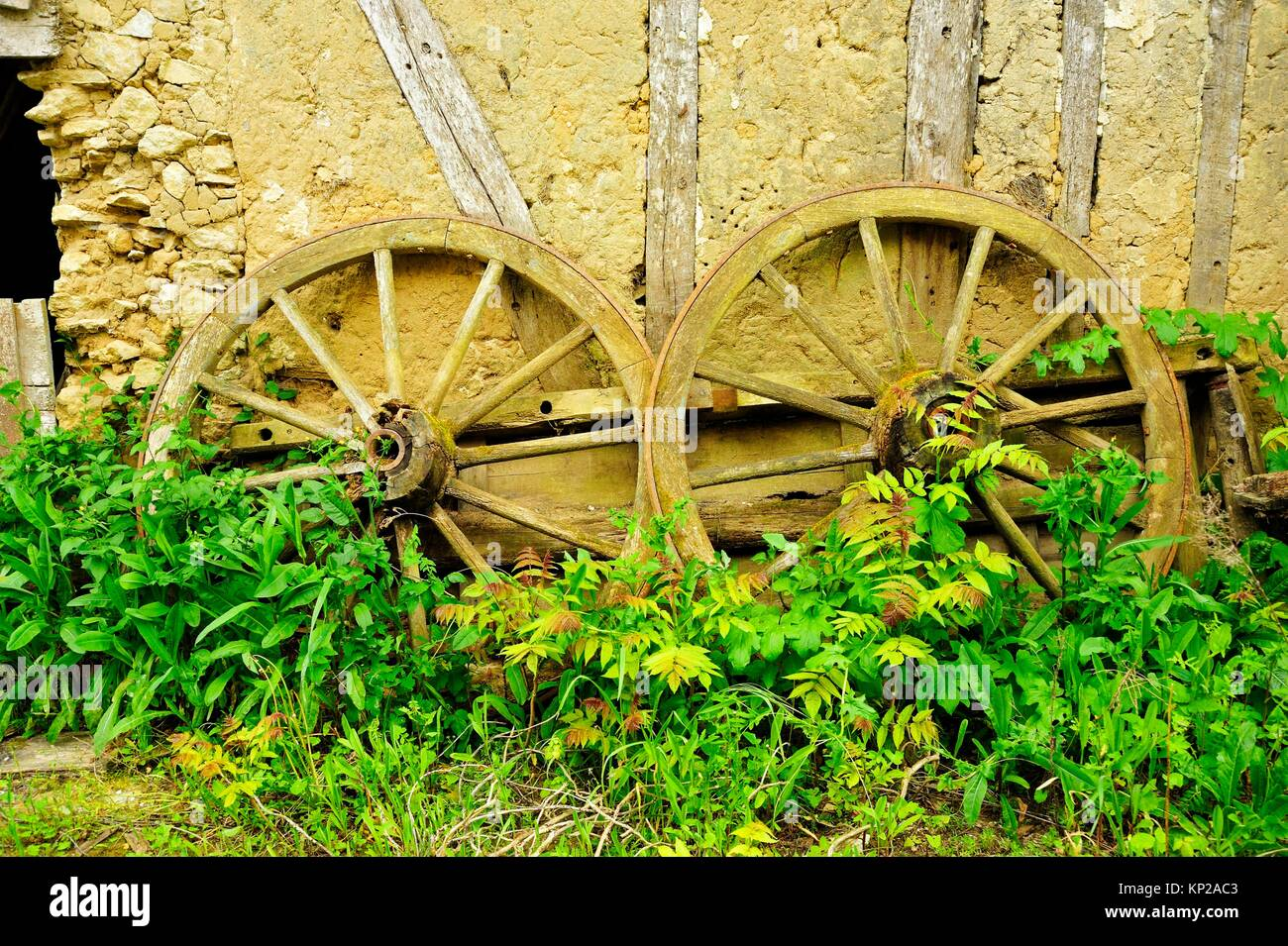Old Wagon Wheels Stock Photos & Old Wagon Wheels Stock Images - Alamy