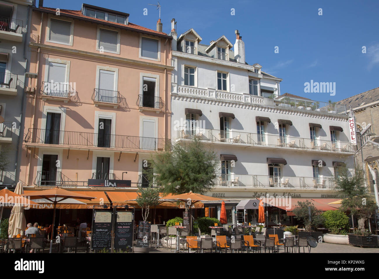 biarritz france cafe stock photos biarritz france cafe stock images alamy. Black Bedroom Furniture Sets. Home Design Ideas