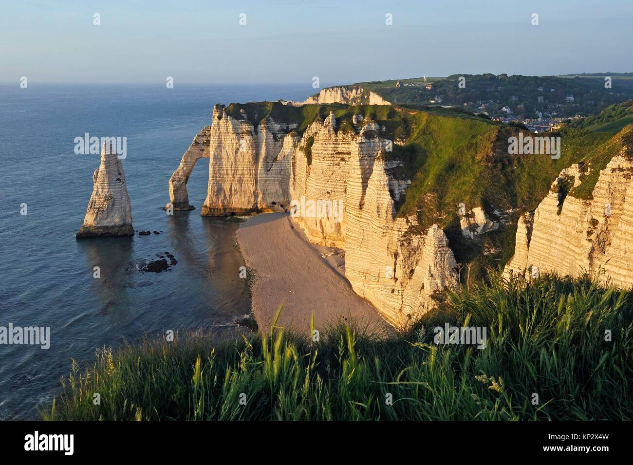 chalk cliffs with arch and ´´l´Aiguille´´ (the Needle), Etretat, Seine-Maritime department, - Stock Image