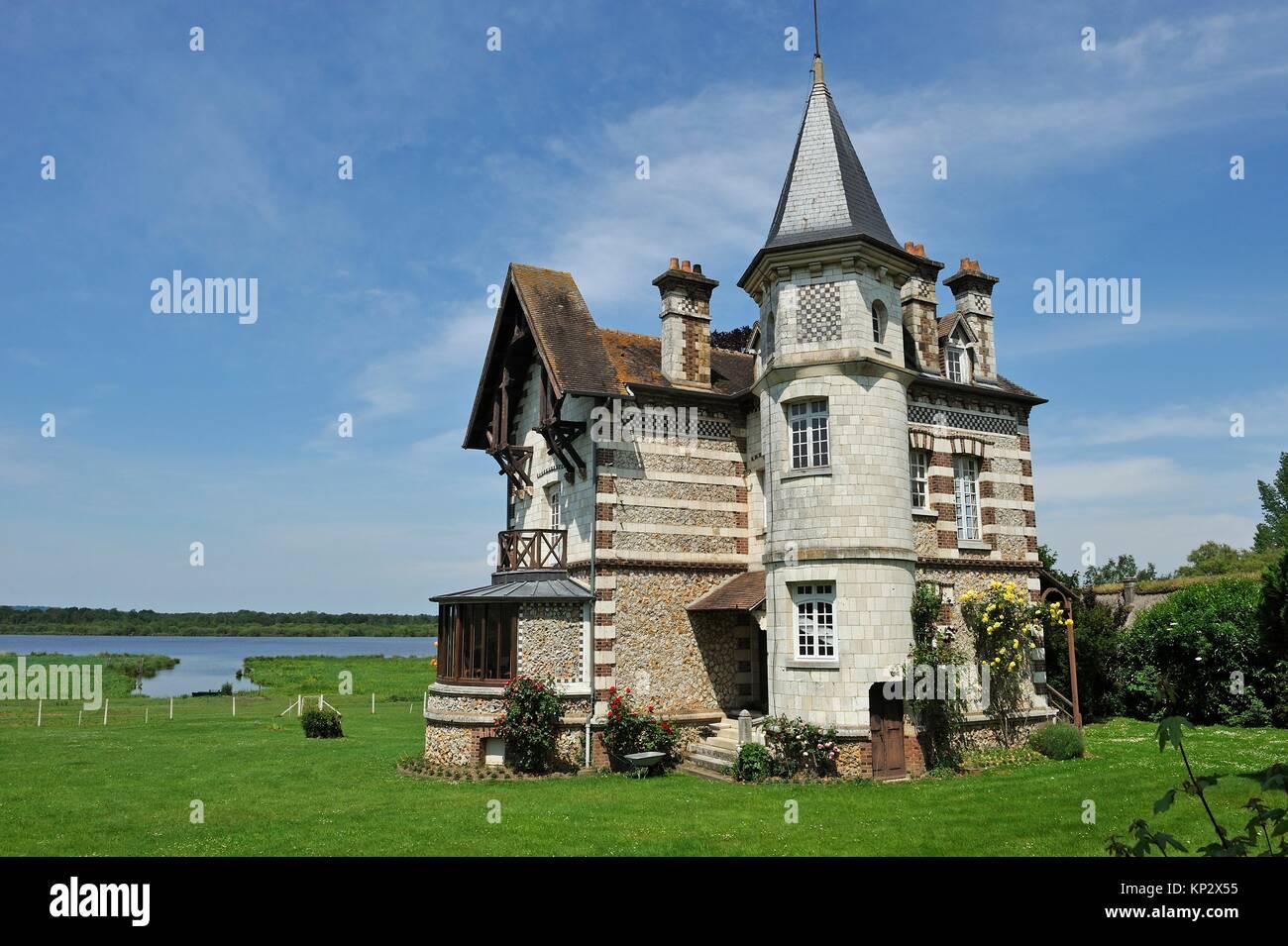 mansion by the ´´La Grand-Mare´´ pond, Marais Vernier, Boucles de la Seine normande Regional - Stock Image