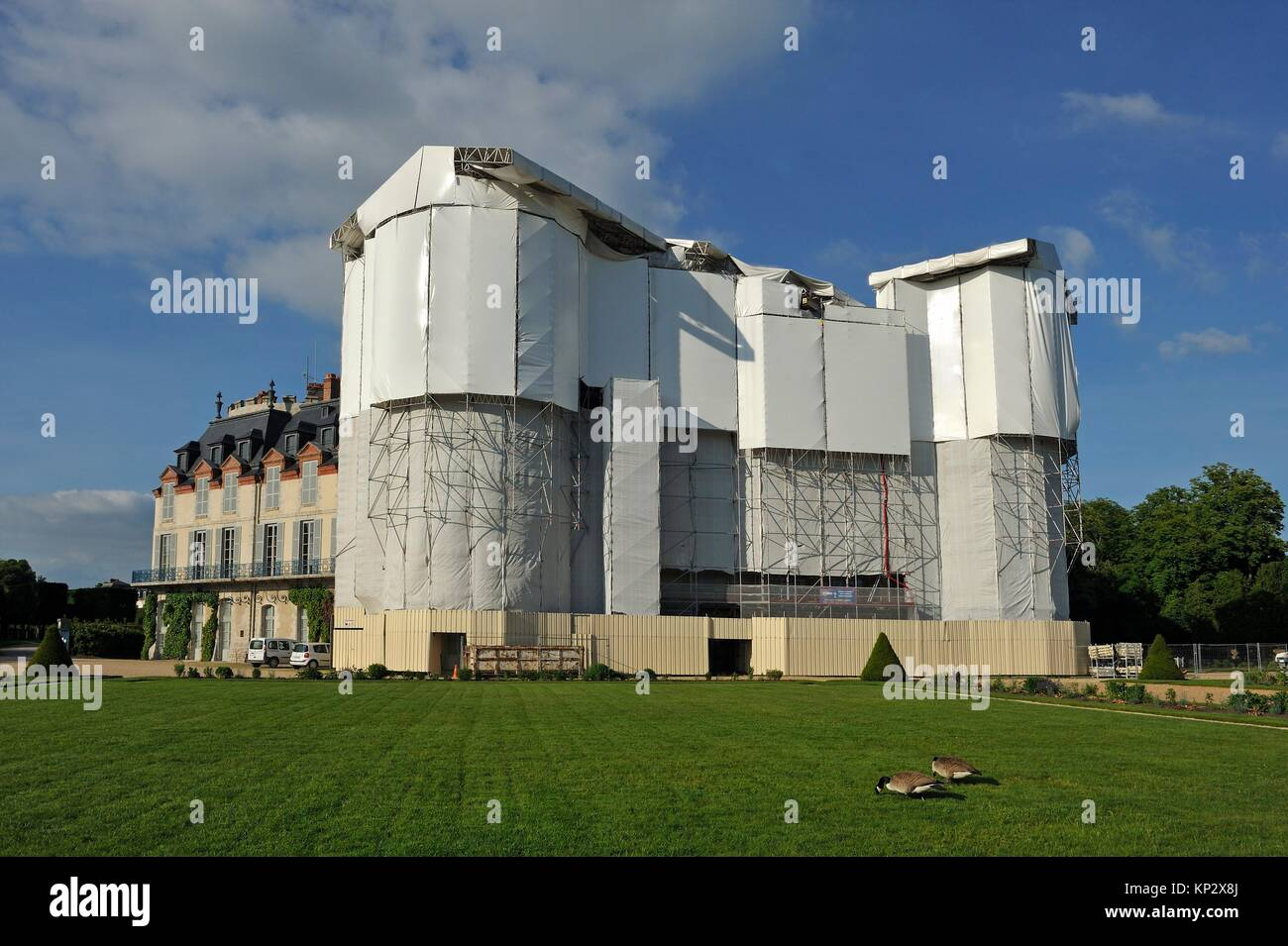 Chateau of Rambouillet under repair, Department of Yvelines, Ile-de-France region, France, Europe. - Stock Image