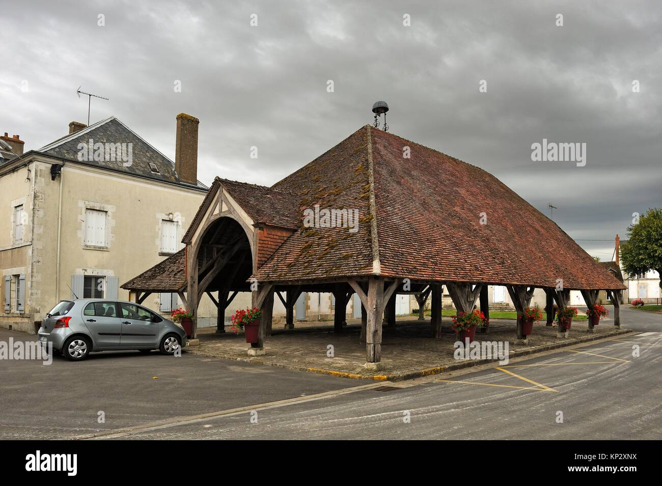 covered market at Ascheres-le-Marche, Loiret department, Centre-Val-de-Loire region, France, Europe. - Stock Image