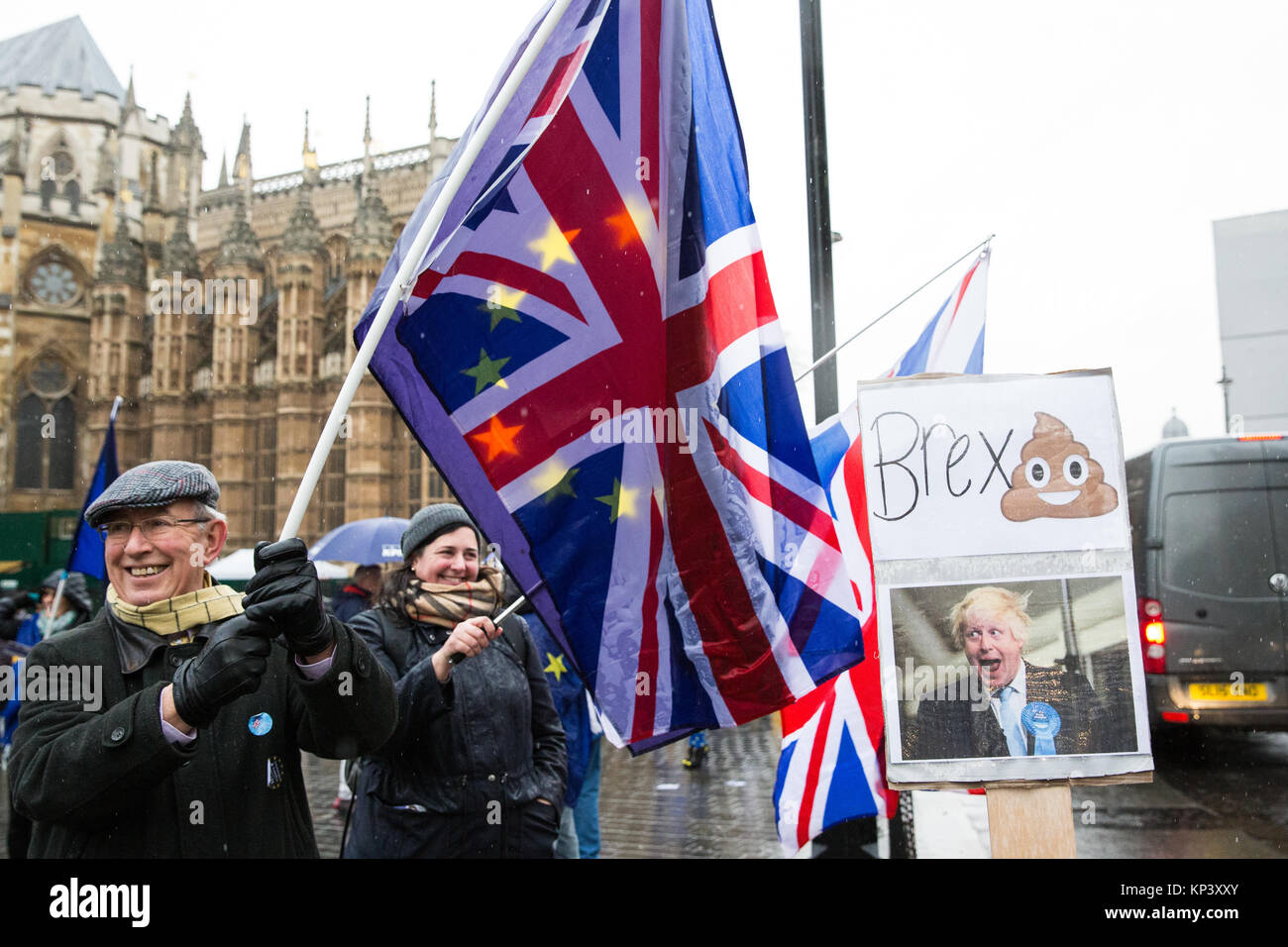 London, UK. 12th December, 2017. Anti-Brexit protesters wave European Union flags and Union Jacks outside Parliament. - Stock Image
