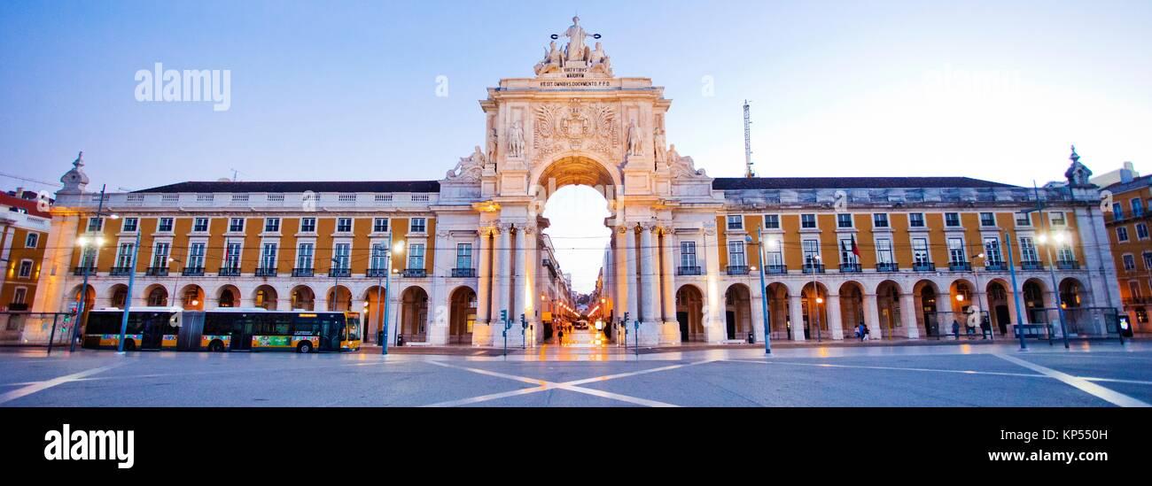 Rua Augusta Arch, Commerce Square, Praça do Comércio, Terreiro do Paço, Lisbon, Portugal, Europe. - Stock Image
