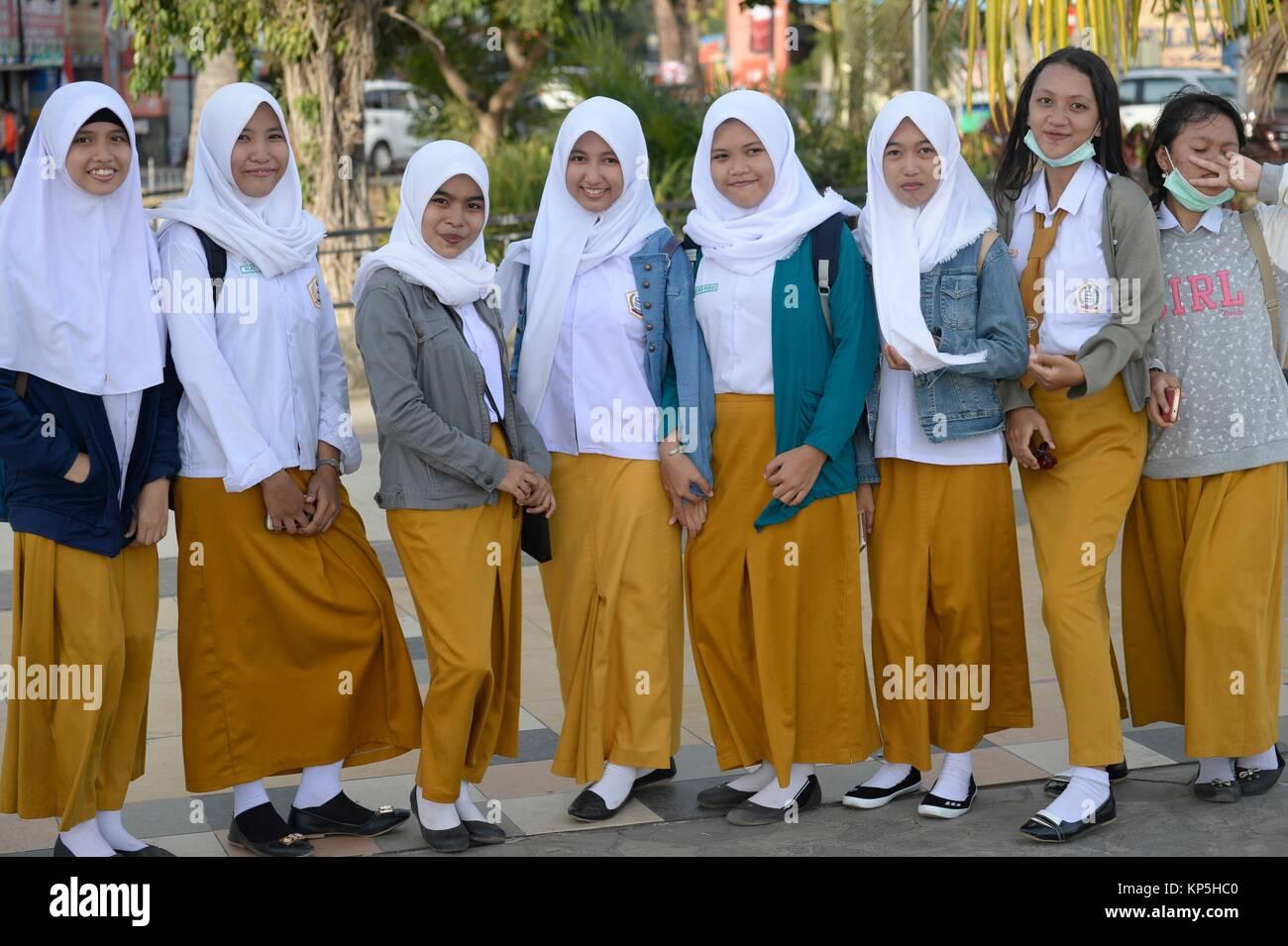 Group of Muslim School Girls in Makassar,(formerly Ujung Pandang), Sulawesi island,Indonesia. - Stock Image