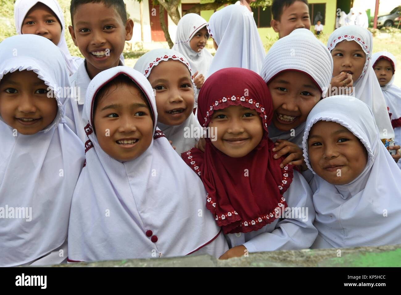 Muslim Indonesian school girls in Makassar,(formerly Ujung Pandang), Sulawesi island,Indonesia. - Stock Image