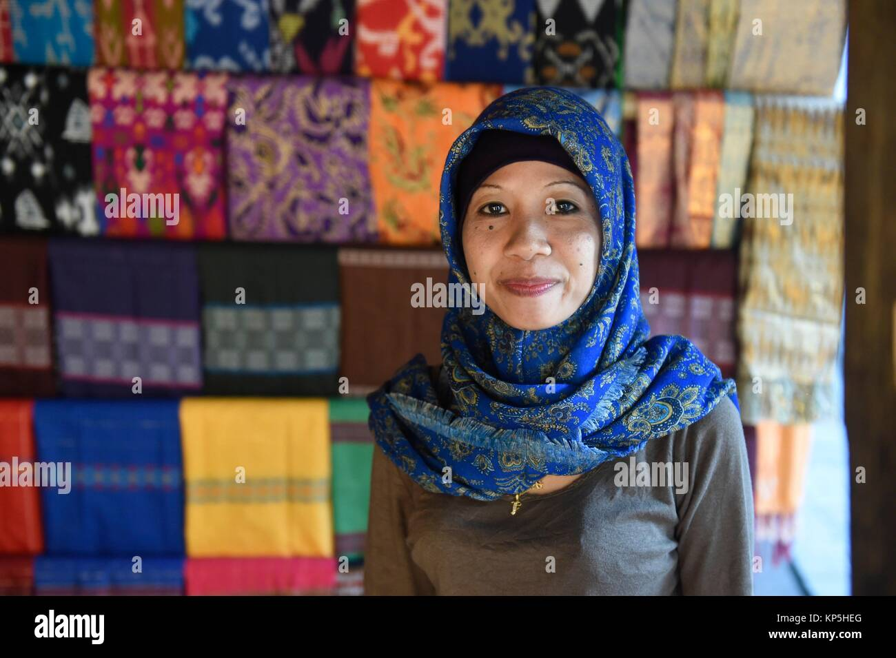 Local woman sell woven textile products as souvenir, Sasak village,Sade,Lombok island,Indonesia. - Stock Image