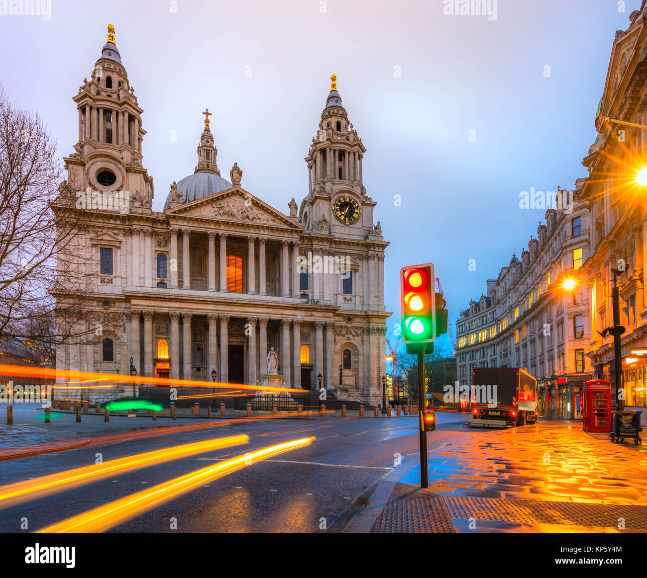 St. Pauls cathedral at dusk, London, UK - Stock Image