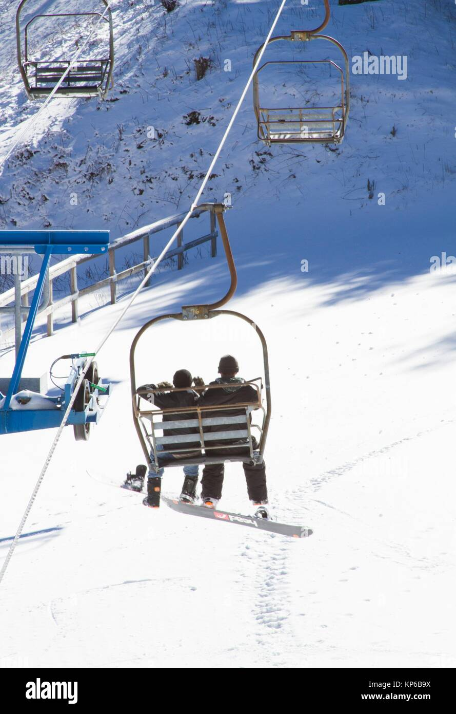 A chairlift and skiers on piste in Gatlinburg, in the region of Teneesee, in the USA. - Stock Image