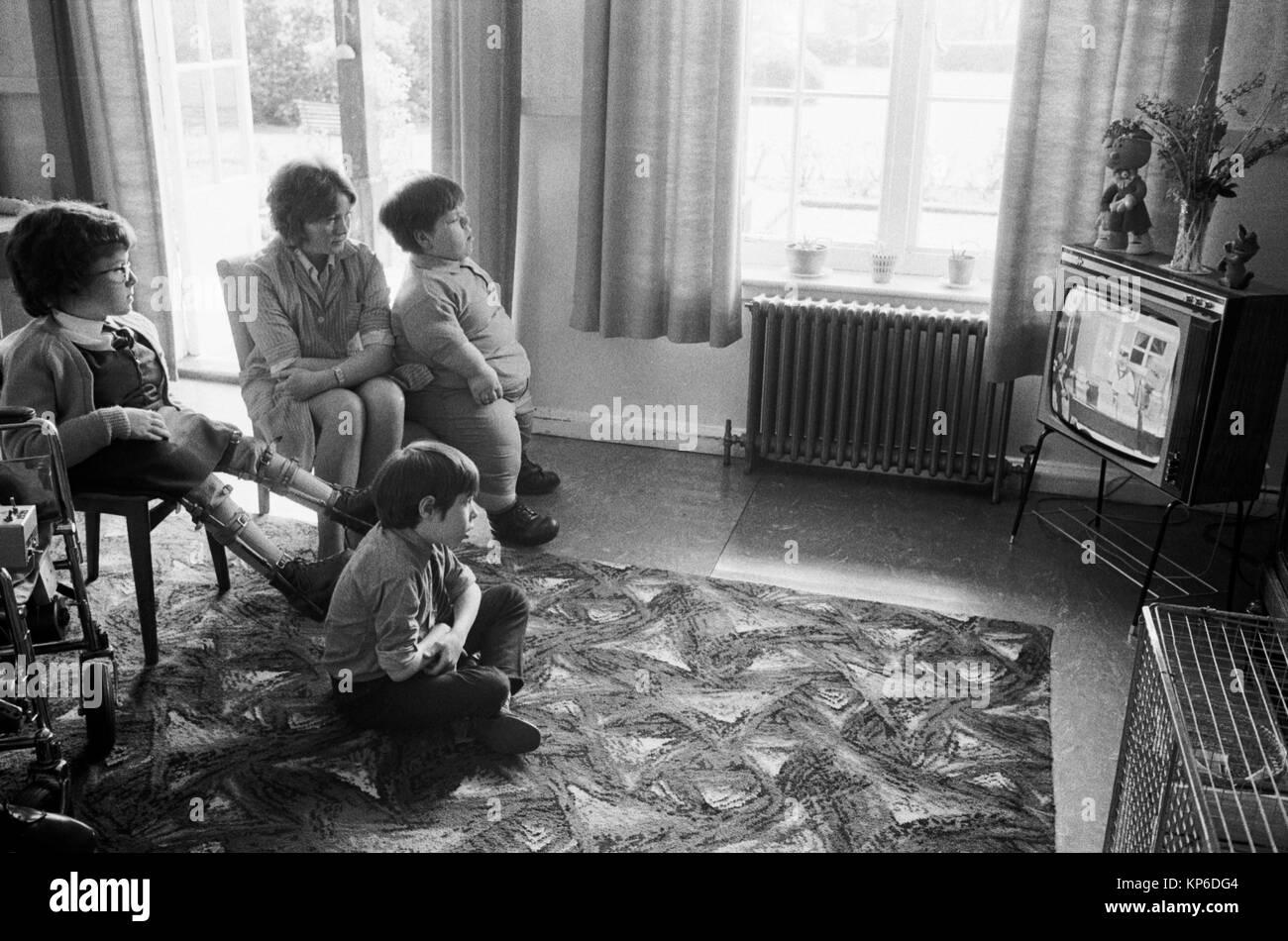 National Children's Home 1970s Uk  England Kids watching TV 70s Britain HOMER SYKES - Stock Image