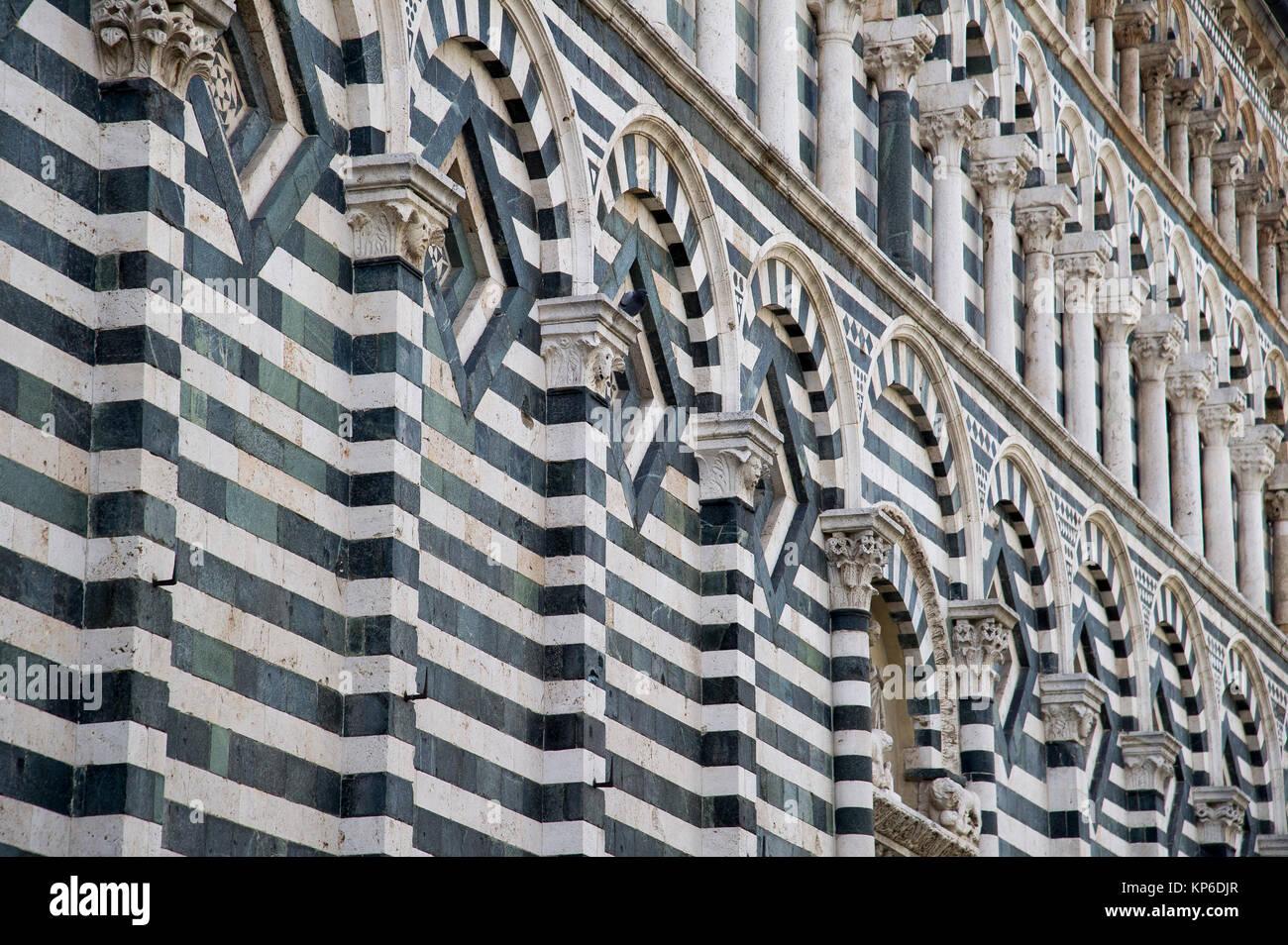 Romanesque Chiesa di San Giovanni Fuorcivitas (Church of John the ...