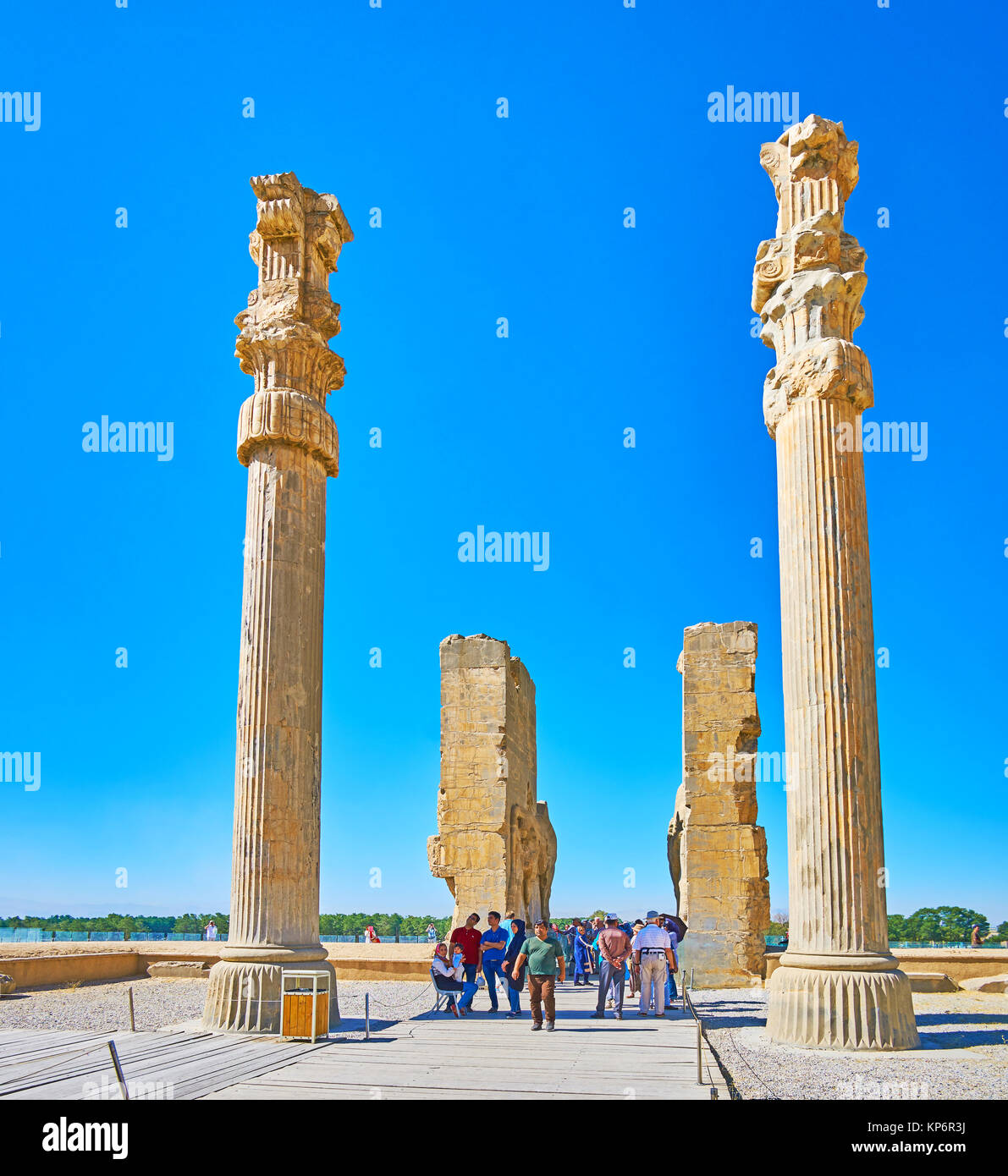 PERSEPOLIS, IRAN - OCTOBER 13, 2017: The walk through the All Nations Gate (Xerxes Gate) in Persepolis archaeological Stock Photo