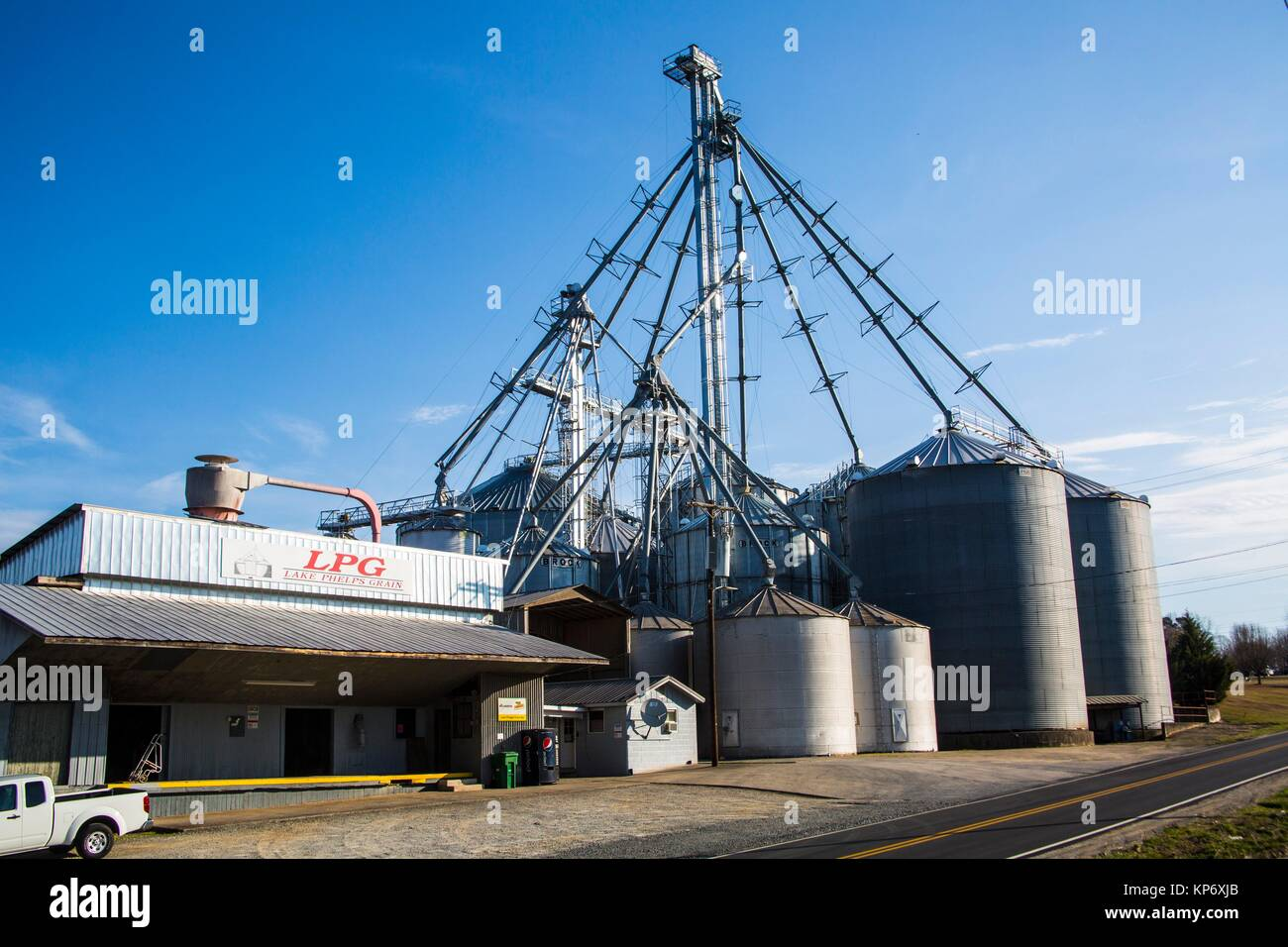 Huge silo in a farm by the back roads in the USA. - Stock Image