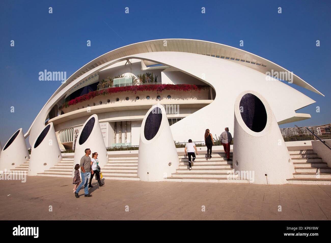 Visitors in front of the Palau de les Arts, City of Arts and