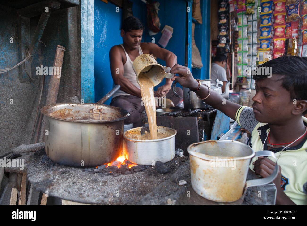 A chai (tea) maker in Kolkata, India - Stock Image