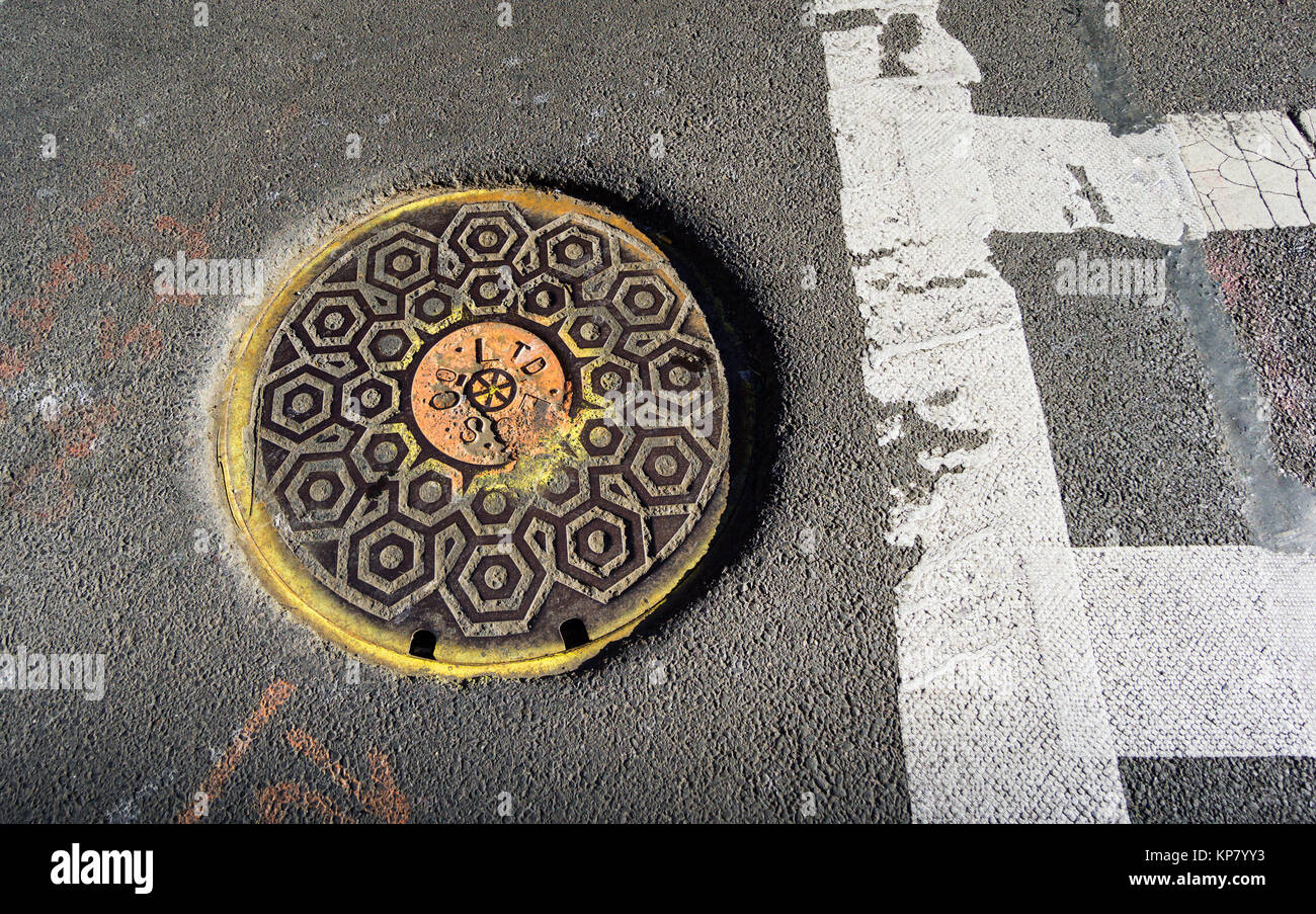 Sewer cover in New York City - Stock Image