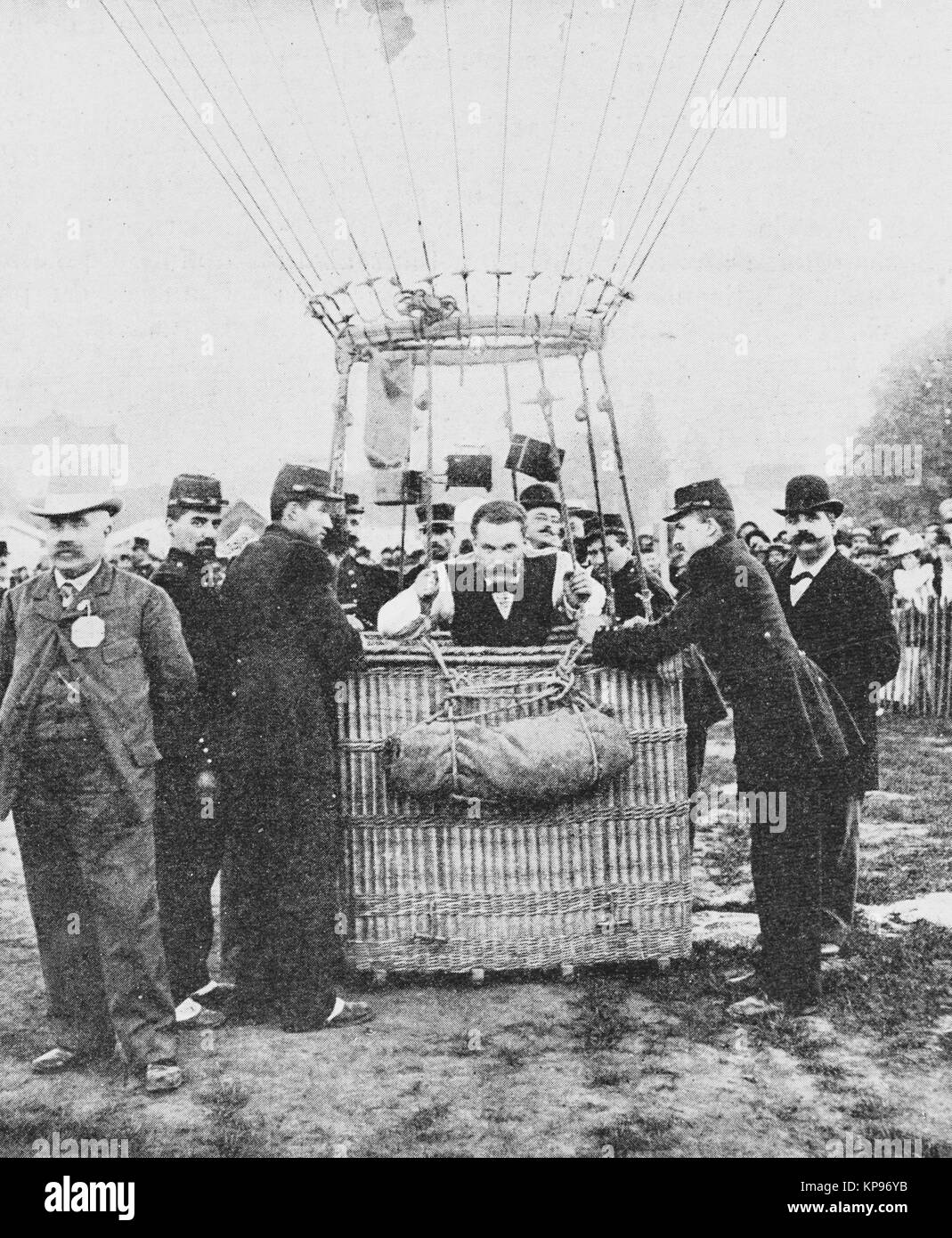 Balloon race in Vincennes, Explorer Jacques Faure with the Aero Club Balloon, Universal Exhibition 1900 in Paris, - Stock Image