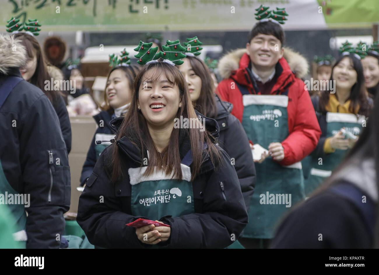 December 15, 2017 - Seoul, South Korea - Dec 15, 2017-Seoul, South Korea-Seoul Mayor and Santa Volunteers take part - Stock Image