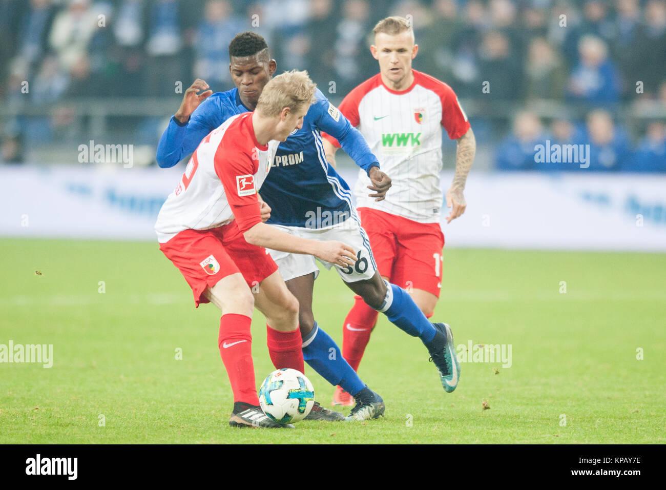 Breel EMBOLO (mi., GE) versus Martin HINTEREGGER (li., A) und Jonathan SCHMID (A), Aktion, Kampf um den Ball, Fussball - Stock Image