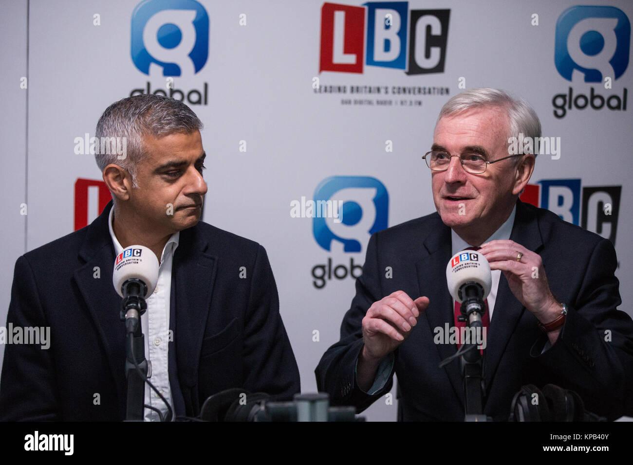 London, UK. 22nd November, 2017. Sadiq Khan, Mayor of London, and John McDonnell MP, Shadow Chancellor, give their - Stock Image