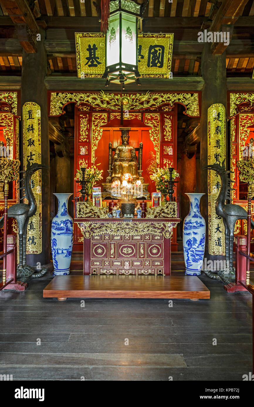 Statue of Emperor Ly Tanh Tong, Imperial Academy, Temple of Literature, Hanoi, Vietnam - Stock Image
