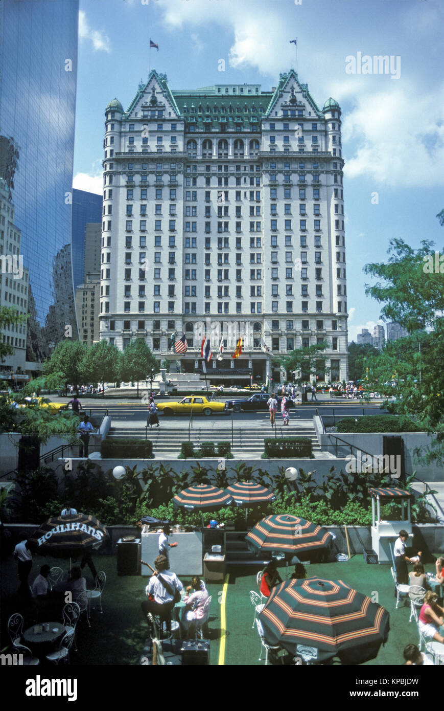 1987 HISTORICAL GENERAL MOTORS TOWER CAFE PLAZA HOTEL FIFTH AVENUE MANHATTAN NEW YORK CITY USA - Stock Image