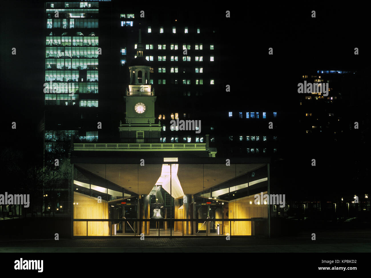 1988 HISTORICAL CLOCK TOWER INDEPENDENCE HALL INDEPENDENCE MALL PHILADELPHIA PENNSYLVANIA USA - Stock Image
