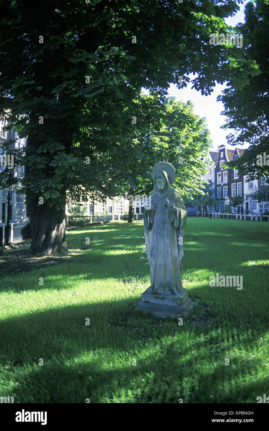 1989 HISTORICAL STATUE OF JESUS CHRIST MEDIEVAL BEGIJNHOF COURTYARD AMSTERDAM HOLLAND Stock Photo