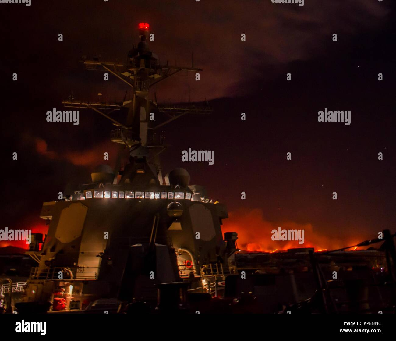 The U.S. Navy Arleigh Burke-class guided-missile destroyer USS Sterett sits pierside at the Naval Base Ventura County - Stock Image