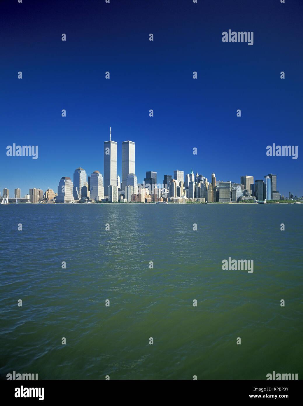 1989 HISTORICAL TWIN TOWERS (©MINORU YAMASAKI 1973) DOWNTOWN SKYLINE HUDSON RIVER MANHATTAN NEW YORK CITY USA - Stock Image