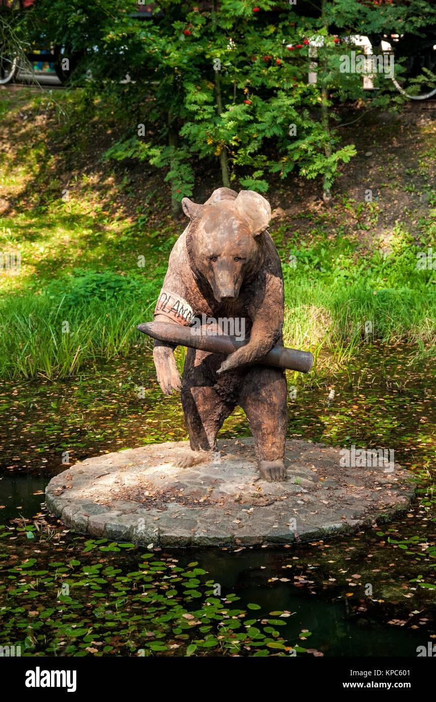 Wojtek The Soldier Bear Statue Centre For Education And Regional
