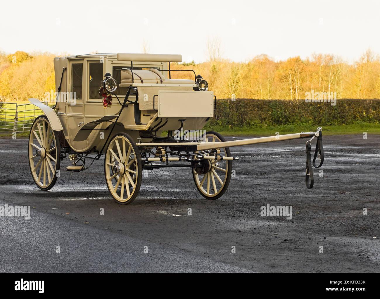 Horse drawn wedding carriage sans horse - Stock Image
