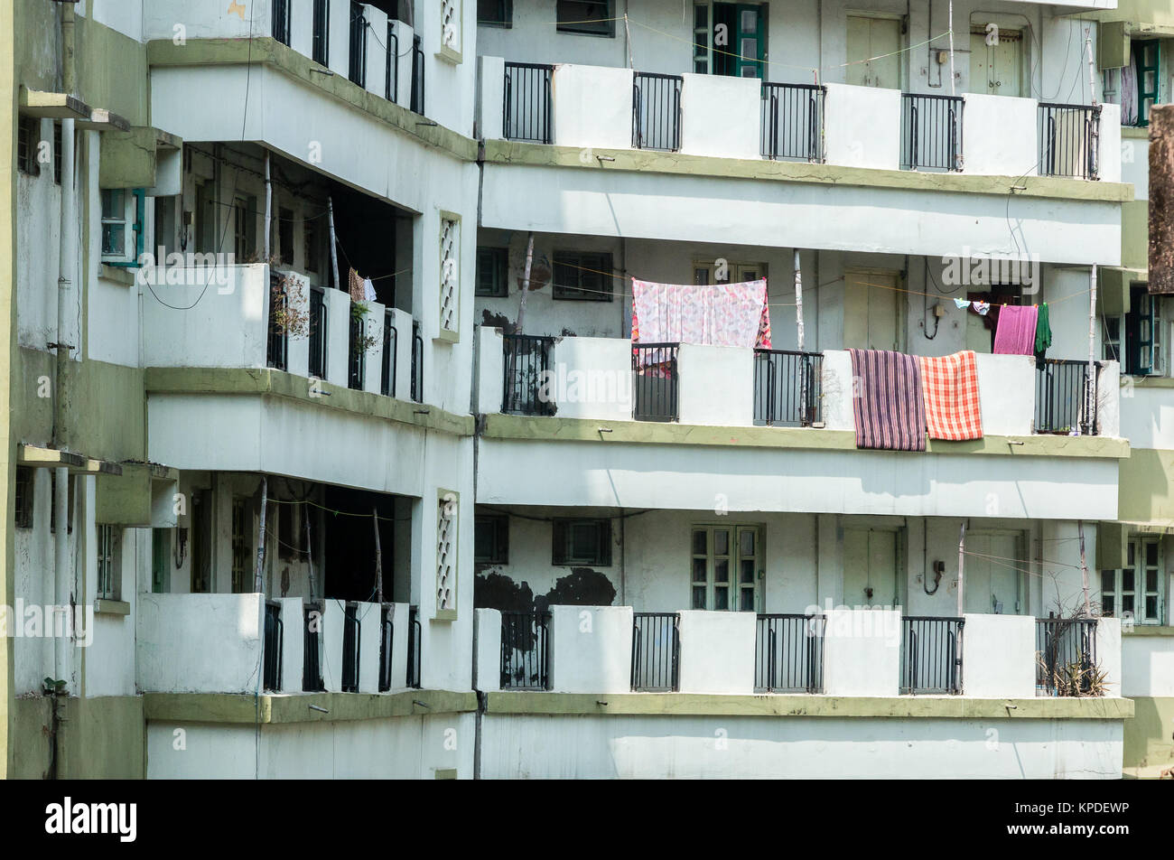 Familes living in bear derelict squalid appartments in Kolkata. - Stock Image