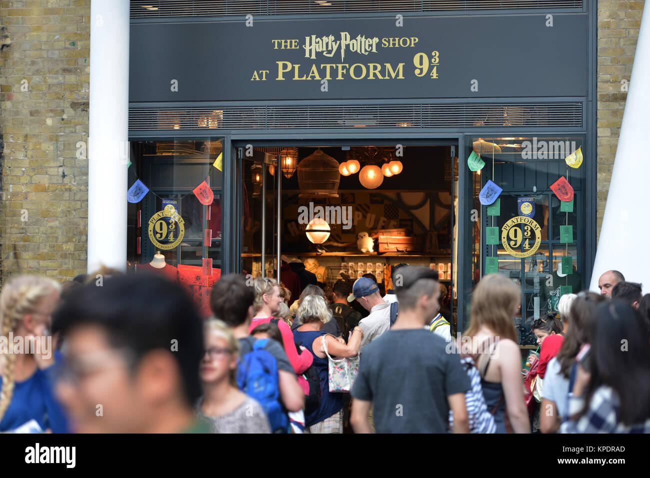 Platform 93/4 shop in Kings Cross Station, London Stock Photo