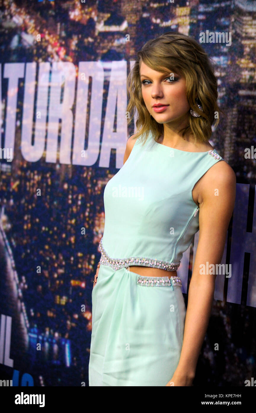 New York Ny February 15 Taylor Swift Attends The Snl 40th Stock Photo Alamy