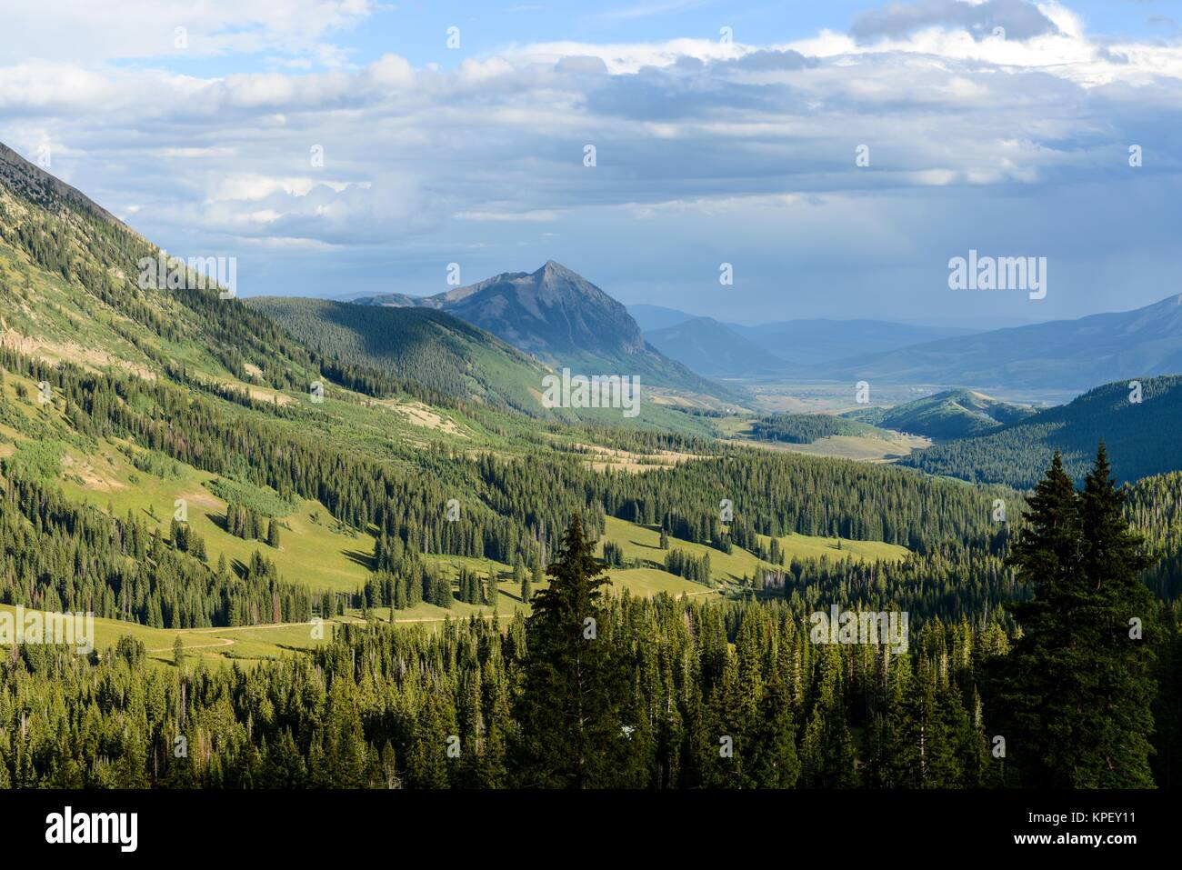 Mount Crested Butte - Summer cloud over Mount Crested Butte (12,162 ft), Colorado, USA. - Stock Image