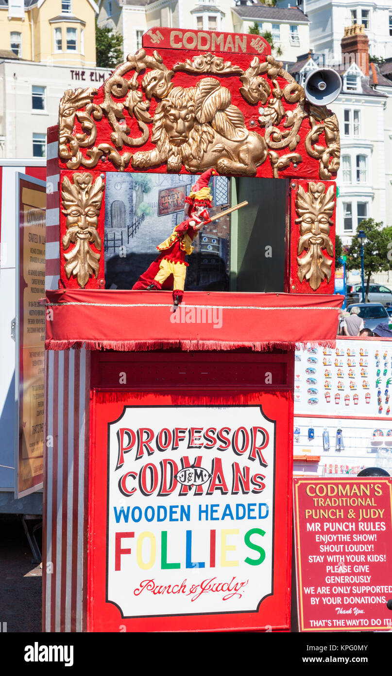 punch and judy llandudno north wales kids watching a traditional punch and judy show with puppets on the promenade - Stock Image