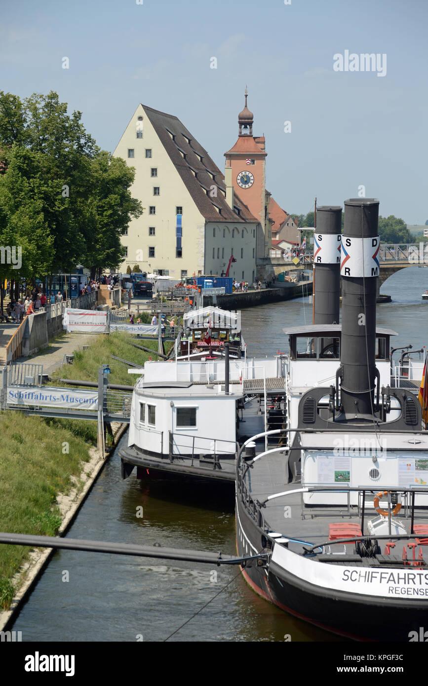 salzstadel, stadttor,  regensburg, kirche, bayern, deutschland, brd, donau, fluss, stadt, schiff,  ufer, architektur, Stock Photo