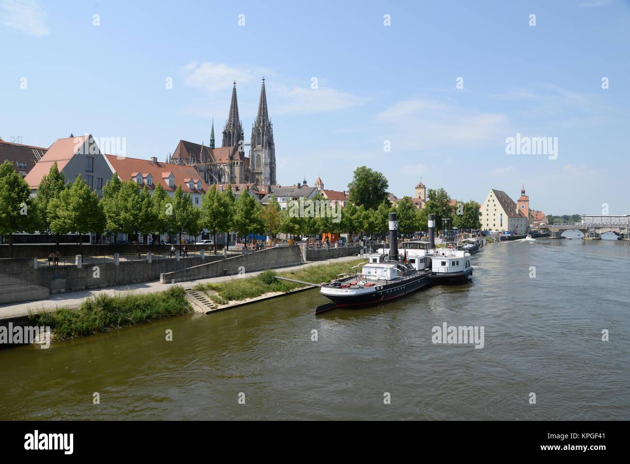 Regensburger Dom, dom, regensburg, kirche, bayern, deutschland, brd, donau, fluss, stadt, schiff, raddampfer, ufer, Stock Photo