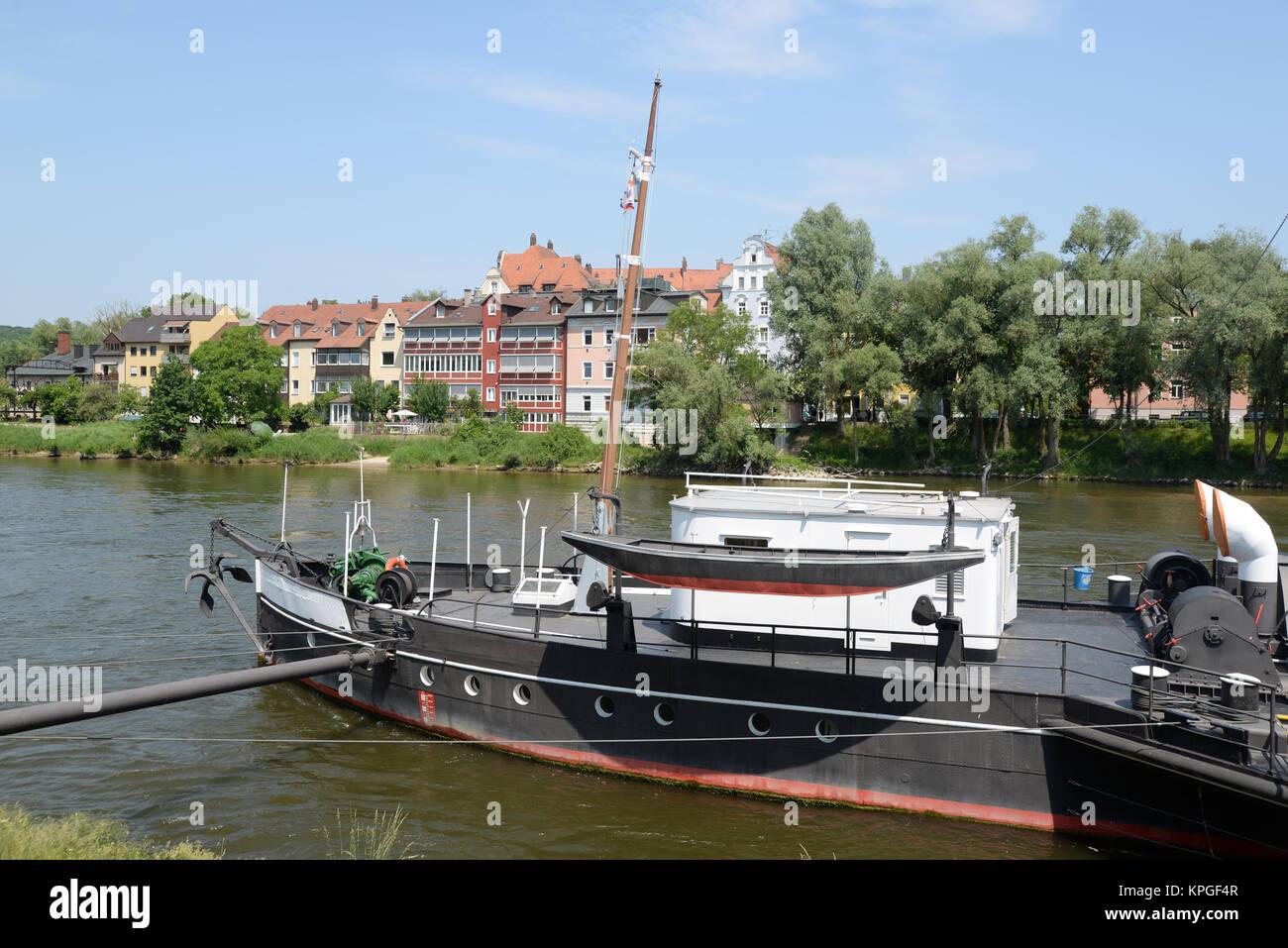 regensburg,  bayern, deutschland, brd, donau, fluss, stadt, schiff, raddampfer, ufer, schiffahrtsmuseum, museum, Stock Photo