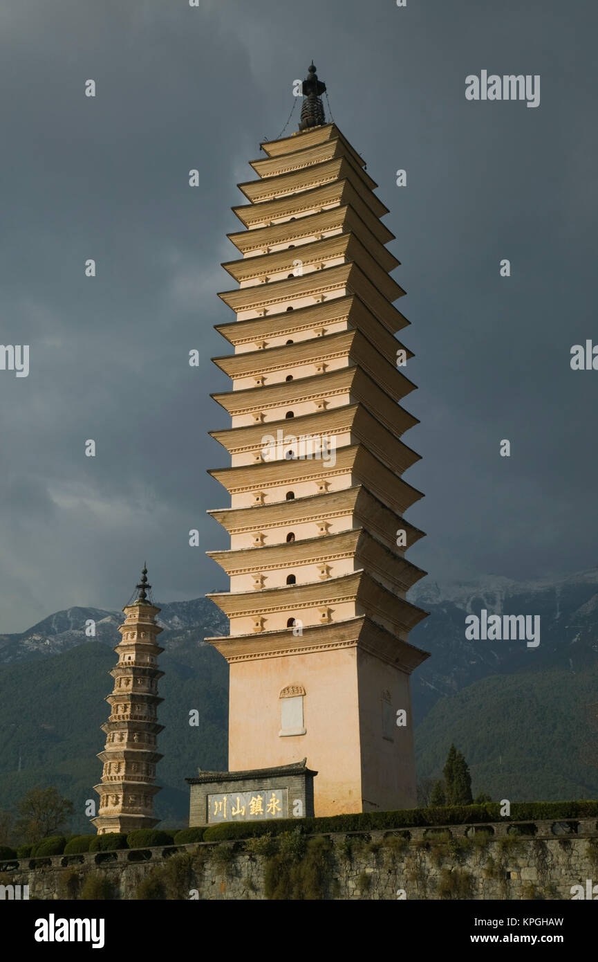 CHINA, Yunnan Province, Dali. Dali Old Town- Three Pagoda Park (built in the 9th century) -tallest is the Qianxun - Stock Image