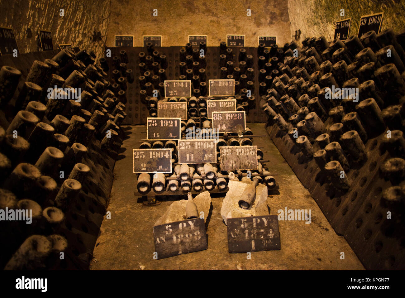 Pommery champagne stock photos pommery champagne stock for Champagne marne