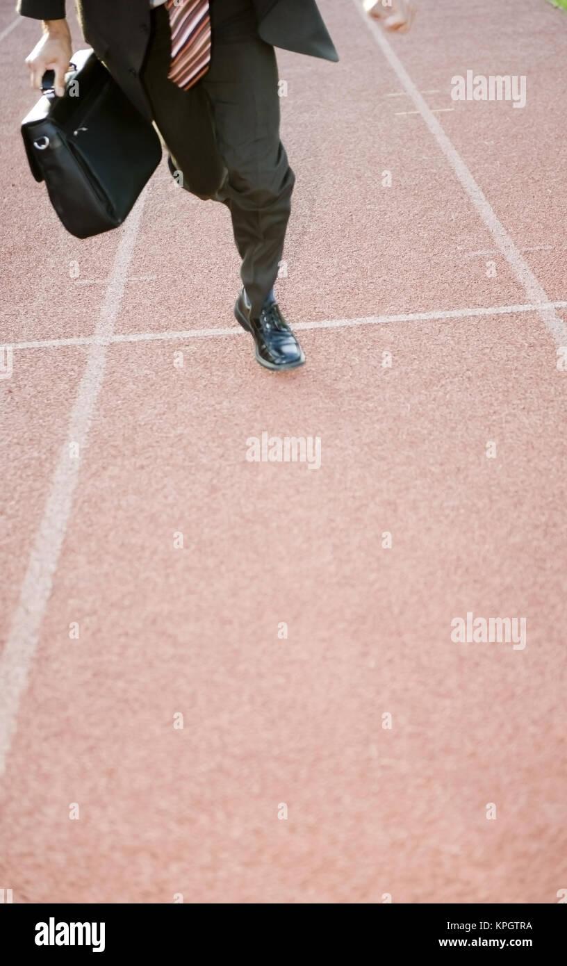 Model released , Gesch?ftsmann l?uft auf Laufbahn - businessman on running track - Stock Image